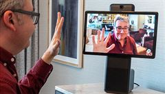 Facebook uvádí na trh první přístroj pro zjednodušení videohovorů, možná ale narazí na nedůvěru lidí