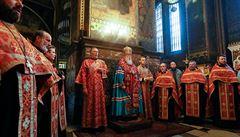 Koronavirus je trestem za stejnopohlavní manželství, prohlásil ortodoxní kněz. Nyní se sám nakazil