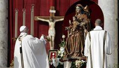 Papež František svatořečil sedm lidí, mezi nimi i papeže Pavla VI. a arcibiskupa Romera