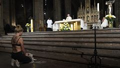 Inspirovalo mě hnutí Femen, říká křesťanka, která poklekla v podprsence před Duku. Vyvedli ji z katedrály