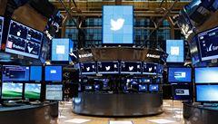 Twitter zveřejnil přes 10 milionů zpráv z 'trollích farem'. Měly ovlivňovat brexit i volby v USA
