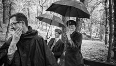 EXKLUZIVNĚ: Jak se upravuje Masarykův vous? Podívejte se na fotografie z natáčení Hovorů s TGM