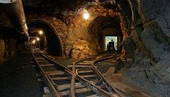 Kolaps šachty v čínském uhelném dole už má 11 obětí. Dalších deset horníků je stále uvězněno pod zemí