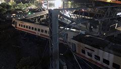 Nejméně 17 mrtvých a 126 zraněných. Vlak s třemi sty lidmi vykolejil na Tchaj-wanu