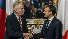 Macron v Praze mluvil s prezidentem i premiérem. Zeman ho požádal o podporu kanálu Dunaj-Odra-Labe