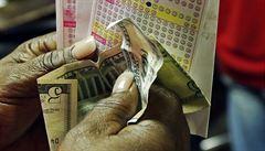 V USA padl čtvrtý nejvyšší jackpot v historii. Dva Američané vyhráli téměř 17 miliard korun