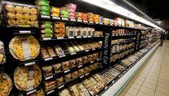 Britské supermarkety jsou tlačeny k omezení plastových obalů