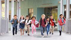 Absence ve škole dětem uškodí mnohem více než samotný covid, tvrdí profesor a lékařský důstojník