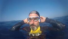 Superman mezi plavci. Francouz se snaží přeplavat Tichý oceán, chce upozornit na množství plastů v moři