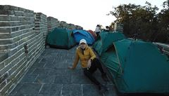 ČÍNSKÝ ŠOK: Nejen prací je živ člověk aneb Noc na Velké zdi