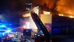 Kdo založil požár v trampolínovém centru? Provozovatel nám dlužil, nejspíš to souvisí, tvrdí majitel