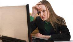 Skoro polovina zaměstnanců si vyřizuje osobní věci během práce, tvrdí průzkum