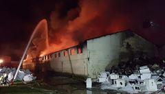Požár haly, kvůli němuž nesměla Praha o víkendu větrat, nevznikl úmyslně ani nedbalostí