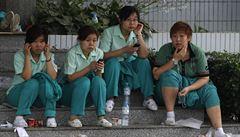 V Číně zmizelo nejméně 12 mladých aktivistů, podporovali práva dělníků