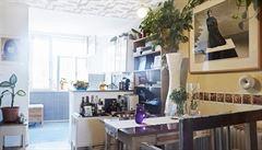 Jak bydlí designéři: květiny v každé místnosti a psací stůl po dědečkovi
