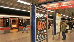 Firma euroAWK musí z metra vyklidit reklamní nosiče, rozhodl o tom soud