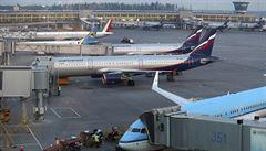 V Moskvě nouzově přistál Boeing 777 kvůli problémům s motorem. Sestup si vyžádala posádka