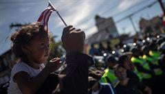 Američané začali letecky deportovat migranty zpět do Mexika. Letos jich zadrželi 150 000