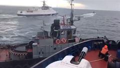 VIDEO: Jak Ukrajinci 'vyprovokovali' spor u Krymu. Ruská loď vrazila do ukrajinské