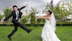 Čína po pohřbech se striptérkami zakročí i proti okázalým svatbám. Neslučují se se socialismem