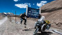 NOMÁDI: Ride to Mongolia: Místo zrušené svatby si motorkář splnil cestovatelský sen
