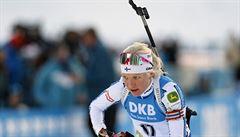 Mäkäräinenová ovládla stíhací závod, Vítková se posunula na čtrnácté místo. Mezi muži dominoval Fourcade