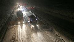 Problém D1 řeší politici. KSČM chce omezit předjíždění pro kamiony, lidovci se obrátí na vládu