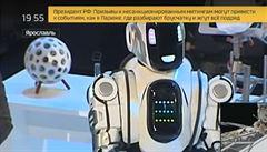 Ruská televize představila národu ultramoderního robota. Šlo o člověka v kostýmu