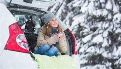 Jak přežít sněhovou kalamitu na silnicích. 5 věcí, které byste měli mít autě
