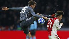 VIDEO: Müller jako Jackie Chan. Soupeři z Ajaxu málem ukopl hlavu