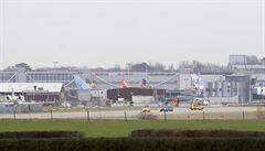 Po hodině Gatwick opět obnovil provoz, na londýnském letišti nasadili vojenskou techniku