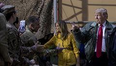 Přísně utajená návštěva. Trump nečekaně navštívil americké vojáky v Iráku a Německu