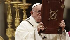 Papež odsoudil konzum a vyzval k lásce k bližním během tradiční vánoční mše