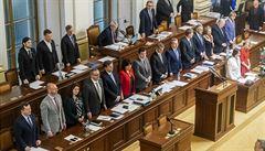 Hlasy SPD a KSČM pomohly vládě prosadit možnost odvolávání státních tajemníků