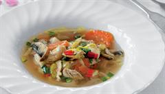 Pikantní kuřecí vývar se zázvorem a chilli podle Karolíny Kamberské