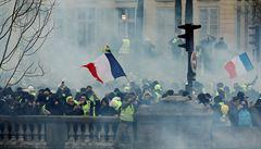 Francii zaplavily další protesty žlutých vest. Macron je označil za útok na republiku