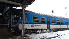 V Liberci vykolejil a vjel na peron vlak se šedesátkou cestujících, nikomu se nic nestalo
