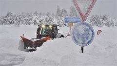 Další přívaly sněhu se blíží, od večera navíc hrozí náledí. Vybavte si auta, varují meteorologové