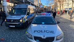 Muž, který se v Praze zapálil kvůli ženě a odjel tramvají, je stále hospitalizován