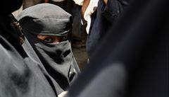Muslimové i křesťani vyznávají stejného boha, řekla učitelka. Suspendovali ji