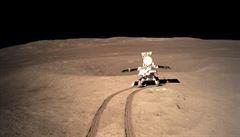 Čínský Nefritový králík pořídil unikátní snímky z odvrácené strany Měsíce