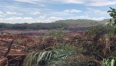 Protržená důlní nádrž má v Brazílii už 40 obětí. Hasiči dočasně přerušili pátrání po pohřešovaných