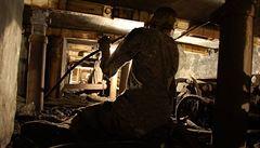 V JAR uvázlo v opuštěném dole více než 200 ilegálních horníků