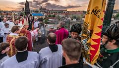 Prahu čekají Svatojánské slavnosti Navalis, v Rakousku se znovu otevřou restaurace