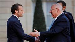 Útoků na Židy přibývá. Proti antisemitismu budeme tvrdě bojovat, slíbil Macron izraelskému prezidentovi