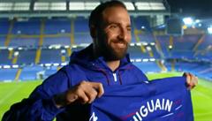 Kdo nosil dres s devítkou, zklamal. Zlomí Higuaín kletbu londýnské Chelsea?