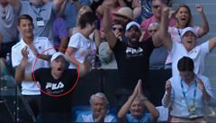 VIDEO: Hrdlička v euforii. Po vítězství Plíškové 'řádil' na tribuně