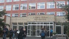 Padesát sedm lidí má kvůli obavám z koronaviru zákaz vstupu do areálu Vysoké školy ekonomické
