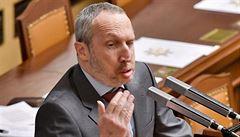 Rozruch ve sněmovně. Klaus mladší přirovnal přijímání zákonů kvůli EU k židovským transportům