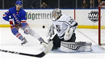 Filip Chytil v dresu New York Rangers v zápase proti Los Angeles Kings.